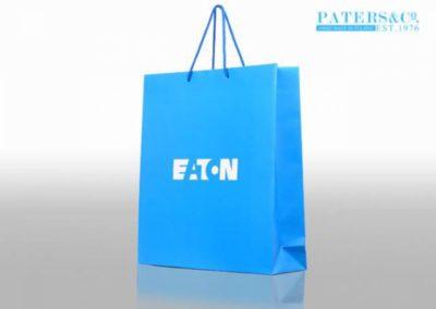 Niebieska torba z nadrukiem logo EATON